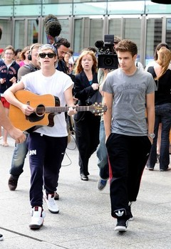 niall horan takes the day off, liam payne spills his